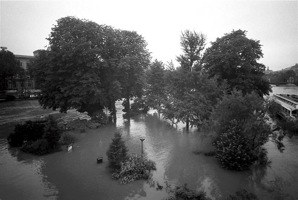 crue-jardin-W-Photo08-8-2-rd1350.jpg
