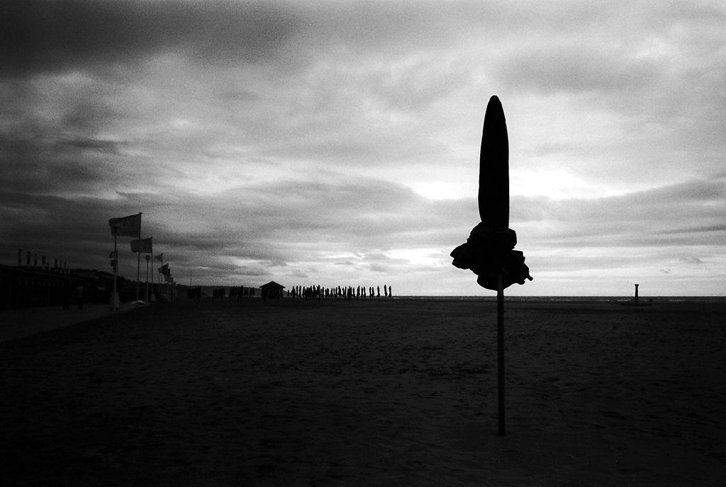 M6-deauville-parasol-orphelin-W-019-2-rd1350.jpg
