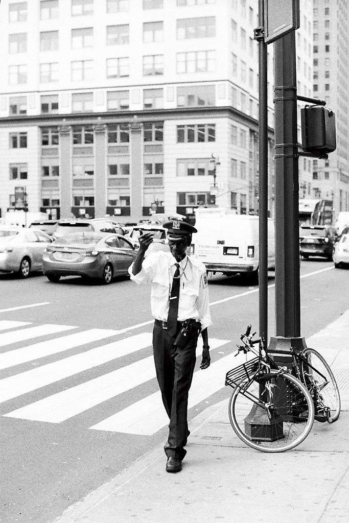 NYC-citizens-voiturier-black-1093-lux50-Photo03-5-2-rd900Lsite.jpg